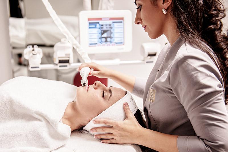 Mit dem Icoone Laser wird Ihre Haut äusserst wirksam stimuliert und verjüngt.