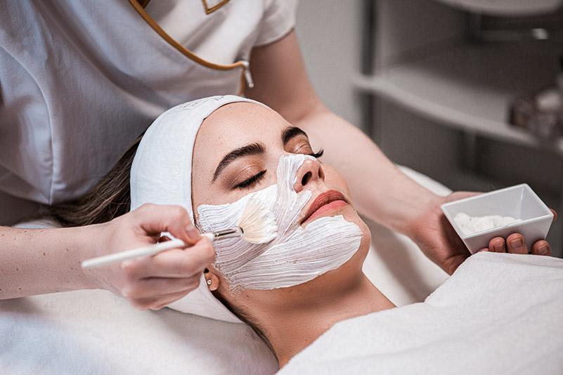 TCA-Peelings sind gut mit anderen Gesichtsbehandlungen und Medical Esthetics in einer Sitzung kombinierbar.