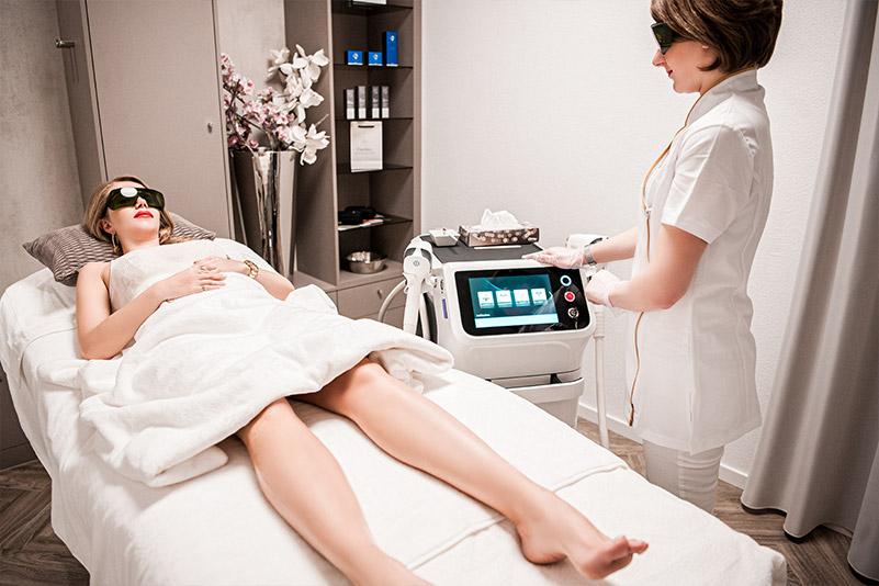 Haarentfernung - FineSkin - Ästhetische Chirurgie - Augenlidstraffung - Brustvergrösserung – Fettabsaugung - 3D Simulation (Beratung) - Ästhetische Dermatologie - Hyaluron - Muskelrelaxans - Fettwegspritze - Fadenlifting - PRP Vampire Lifting - TCA-Peeling - Medizinische Kosmetik (Gesicht) - Observer-Hautanalyse - HydraFacial - Mesotherapie - QuadroStar - Secret RF Microneedling - Diodenlaser MeDioStar - IS Clinical Fire & Ice - Chemische Peelings - Fruchtsäurepeeling -ICOONE Laser - Seyo TDA Beautysystem -Ultraschallbehandlung - BB Glow Microneedling - Klassiche Gesichtsbehandlung - Medizinische Kosmetik (Körper) - Kryolipolyse - ICOONE Laser Body - Secret RF Microneedling Body - Dauerhafte Haarentfernung - VIP Line Elektrotherapie Body - Methode Brigitte Kettner - iS Clinical - Aesthetico - IMAGE Skincare - Beauty Secrets