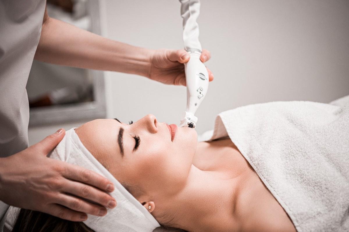 Behandlung - FineSkin - Ästhetische Chirurgie - Augenlidstraffung - Brustvergrösserung – Fettabsaugung - 3D Simulation (Beratung) - Ästhetische Dermatologie - Hyaluron - Muskelrelaxans - Fettwegspritze - Fadenlifting - PRP Vampire Lifting - TCA-Peeling - Medizinische Kosmetik (Gesicht) - Observer-Hautanalyse - HydraFacial - Mesotherapie - QuadroStar - Secret RF Microneedling - Diodenlaser MeDioStar - IS Clinical Fire & Ice - Chemische Peelings - Fruchtsäurepeeling -ICOONE Laser - Seyo TDA Beautysystem -Ultraschallbehandlung - BB Glow Microneedling - Klassiche Gesichtsbehandlung - Medizinische Kosmetik (Körper) - Kryolipolyse - ICOONE Laser Body - Secret RF Microneedling Body - Dauerhafte Haarentfernung - VIP Line Elektrotherapie Body - Methode Brigitte Kettner - iS Clinical - Aesthetico - IMAGE Skincare - Beauty Secrets