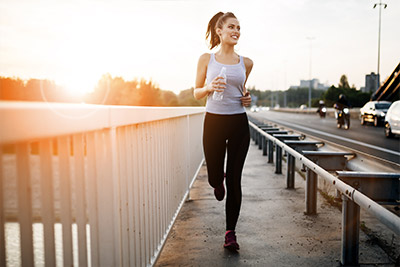Das beste Mittel zur Vorbeugung von Cellulite ist ein gesunder und sportlich aktiver Lebensstil.