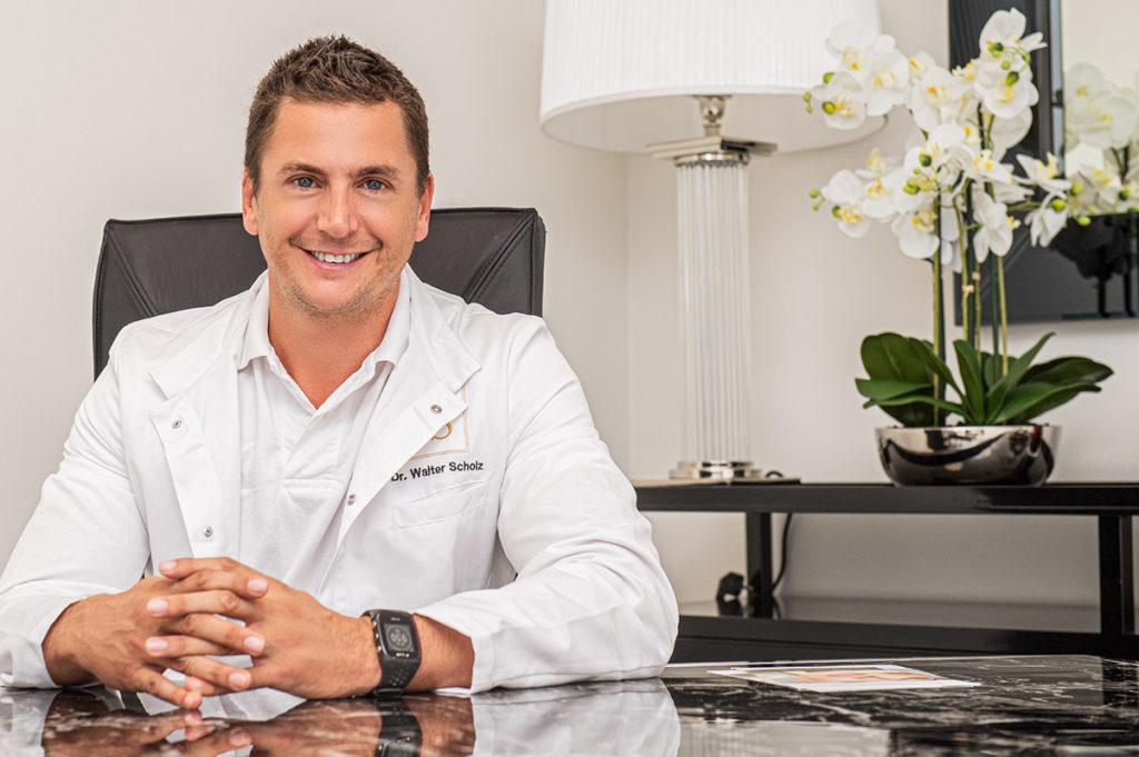 Die oberärztliche Leitung der FineSkin Group AG obliegt Dr. med. univ. Walter Scholz, Facharzt für Dermatologie und Venerologie mit jahrelanger Erfahrung in der ästhetischen Dermatologie und den Spezialgebieten Faltenunterspritzung mit Hyaluronsäure und Muskelrelaxans.