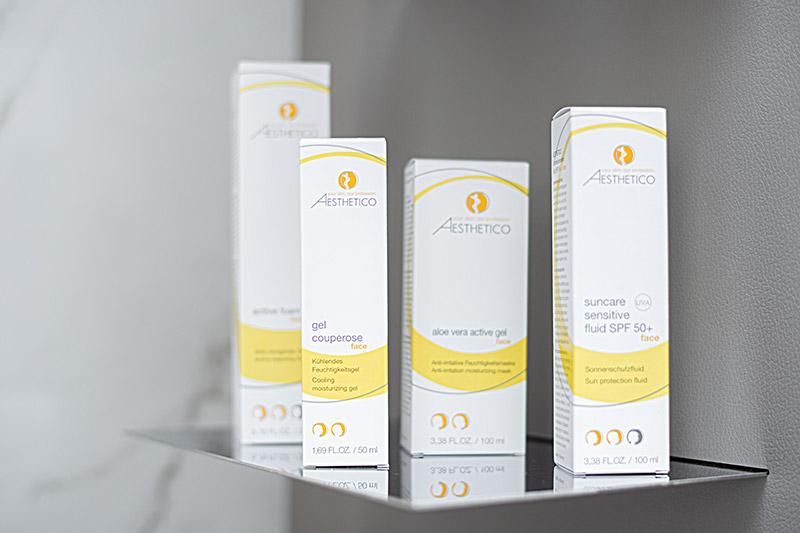 Dermatologische Cremes und Salben sorgen in der Regel schnell für sichtbare und spürbare Linderung bei Hautausschlag