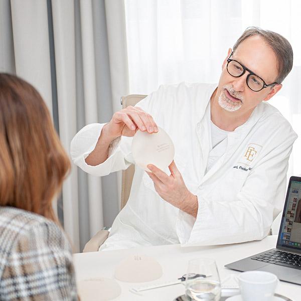 Für die Brustvergrösserung stehen Implantate in diversen Formen, Rundungen und Grössen zur Auswahl, sodass das persönliche Schönheitsideal eigentlich immer erreicht werden kann - FineSkin - Ästhetische Chirurgie - Augenlidstraffung - Brustvergrösserung – Fettabsaugung - 3D Simulation (Beratung) - Ästhetische Dermatologie - Hyaluron - Muskelrelaxans - Fettwegspritze - Fadenlifting - PRP Vampire Lifting - TCA-Peeling - Medizinische Kosmetik (Gesicht) - Observer-Hautanalyse - HydraFacial - Mesotherapie - QuadroStar - Secret RF Microneedling - Diodenlaser MeDioStar - IS Clinical Fire & Ice - Chemische Peelings - Fruchtsäurepeeling -ICOONE Laser - Seyo TDA Beautysystem -Ultraschallbehandlung - BB Glow Microneedling - Klassiche Gesichtsbehandlung - Medizinische Kosmetik (Körper) - Kryolipolyse - ICOONE Laser Body - Secret RF Microneedling Body - Dauerhafte Haarentfernung - VIP Line Elektrotherapie Body - Methode Brigitte Kettner - iS Clinical - Aesthetico - IMAGE Skincare - Beauty Secrets