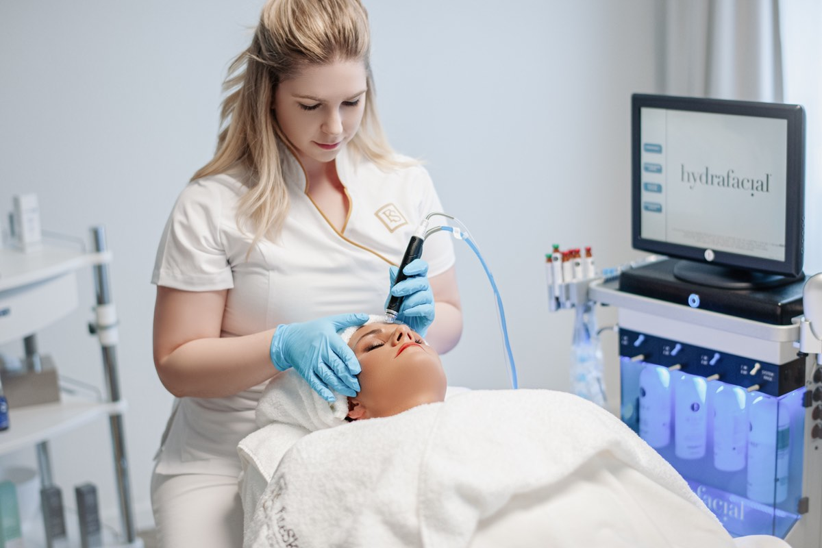 Kosmetische Gesichtbehandlung - FineSkin - Ästhetische Chirurgie - Augenlidstraffung - Brustvergrösserung – Fettabsaugung - 3D Simulation (Beratung) - Ästhetische Dermatologie - Hyaluron - Muskelrelaxans - Fettwegspritze - Fadenlifting - PRP Vampire Lifting - TCA-Peeling - Medizinische Kosmetik (Gesicht) - Observer-Hautanalyse - HydraFacial - Mesotherapie - QuadroStar - Secret RF Microneedling - Diodenlaser MeDioStar - IS Clinical Fire & Ice - Chemische Peelings - Fruchtsäurepeeling -ICOONE Laser - Seyo TDA Beautysystem -Ultraschallbehandlung - BB Glow Microneedling - Klassiche Gesichtsbehandlung - Medizinische Kosmetik (Körper) - Kryolipolyse - ICOONE Laser Body - Secret RF Microneedling Body - Dauerhafte Haarentfernung - VIP Line Elektrotherapie Body - Methode Brigitte Kettner - iS Clinical - Aesthetico - IMAGE Skincare - Beauty Secrets
