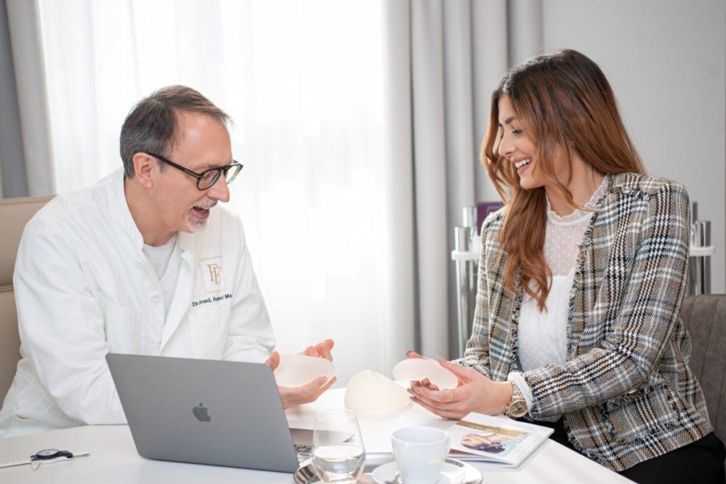 Beratung zur Brustvergrösserung durch einen FineSkin Facharzt